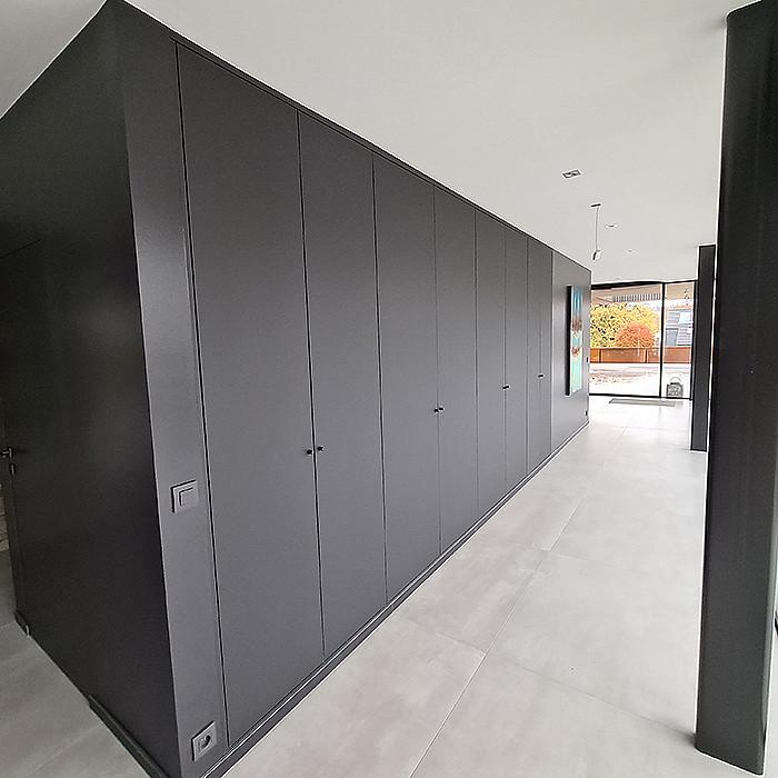 Création d'étagères et de placards fonctionnels
