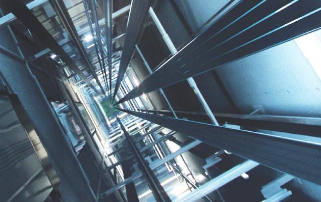 2 différents types d'ascenseurs : à traction à câble ou hydraulique