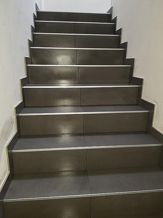 Pose de carrelage d'escaliers
