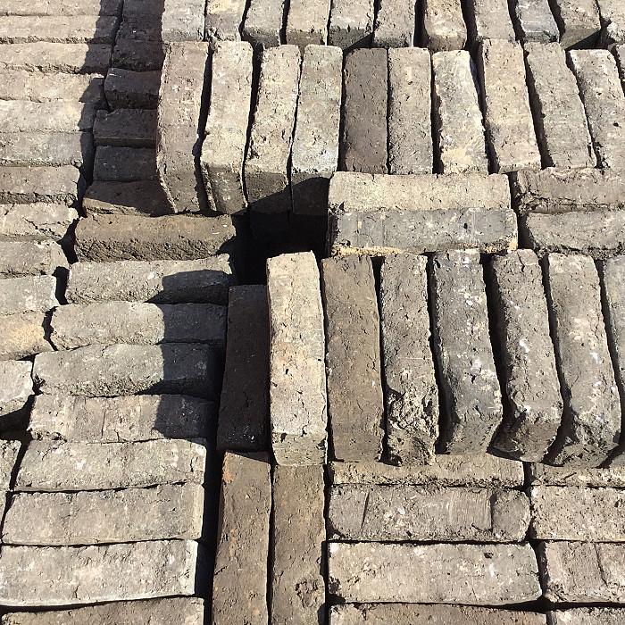 Les briques étouffées