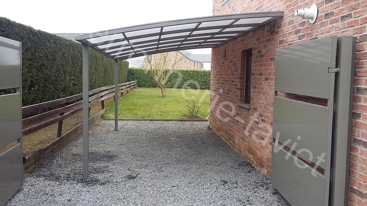 Carport en structure métallique